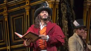 "Schrott interpreta Dulcamara in ""L'elisir d'amore"" di Donizetti"