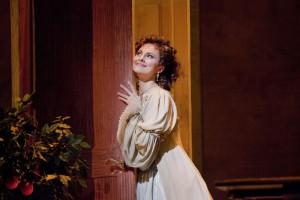 """Isabella Leonard interpreta Rosina in """"Il barbiere di Siviglia"""""""
